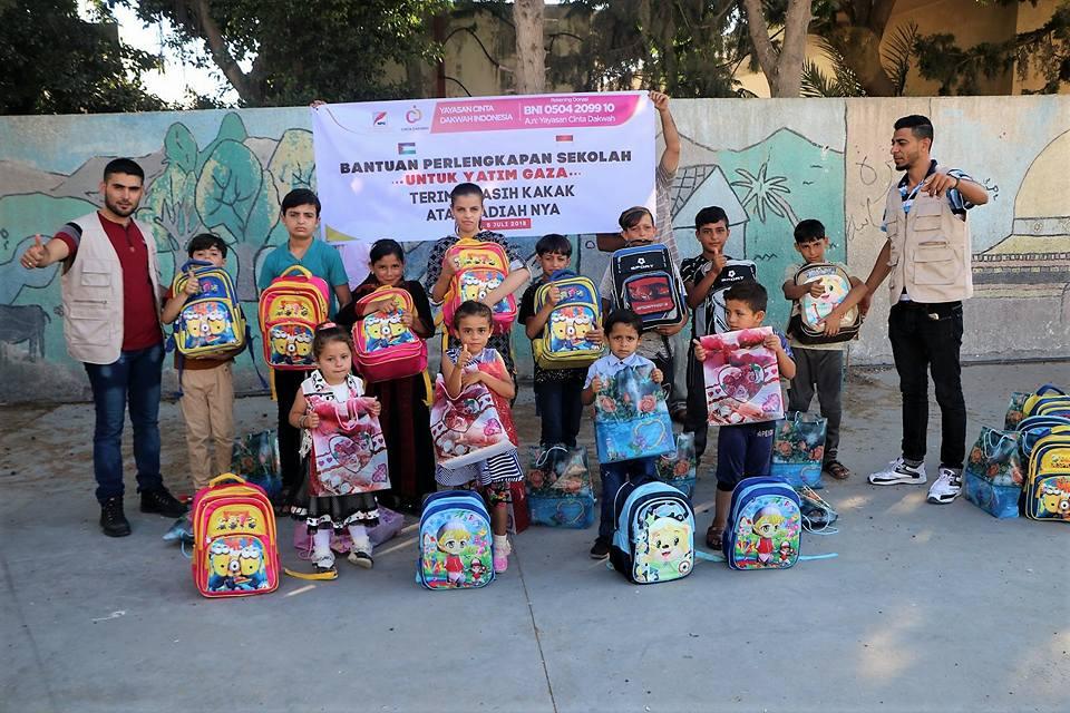Bantuan perlengkapan sekolah untuk yatim gaza